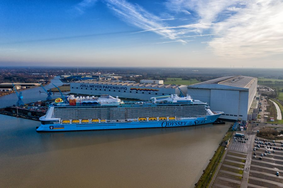 Luftbild Papenburger Meyer-Werft mit Odyssey of the Seas