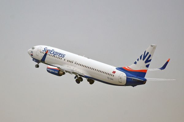 SunExpress Boeing 737-8HC beim Start
